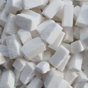 Teselas de piedra de 10x10x20mm. Color Blanco estatuario