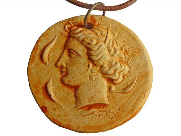 Colgante moneda mujer romana