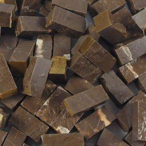 Teselas de piedra de 10x10x20mm. Color marrón Imperial