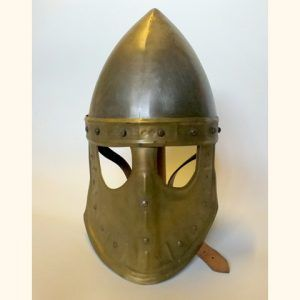 Casco alto medieval