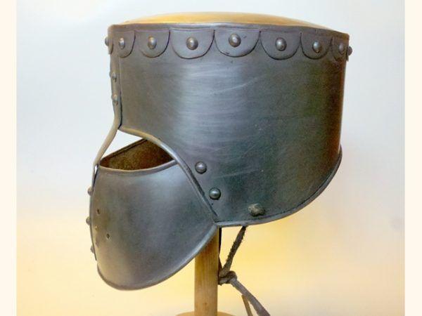 Casco medieval de reconstrucción