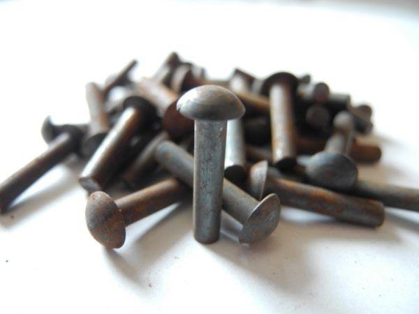 Remaches hierro 3x15mm. 100 unidades.