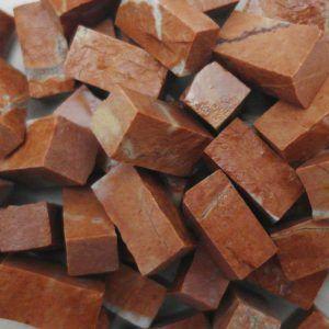 Teselas piedra rojo Alicante de 10x10x20mm.